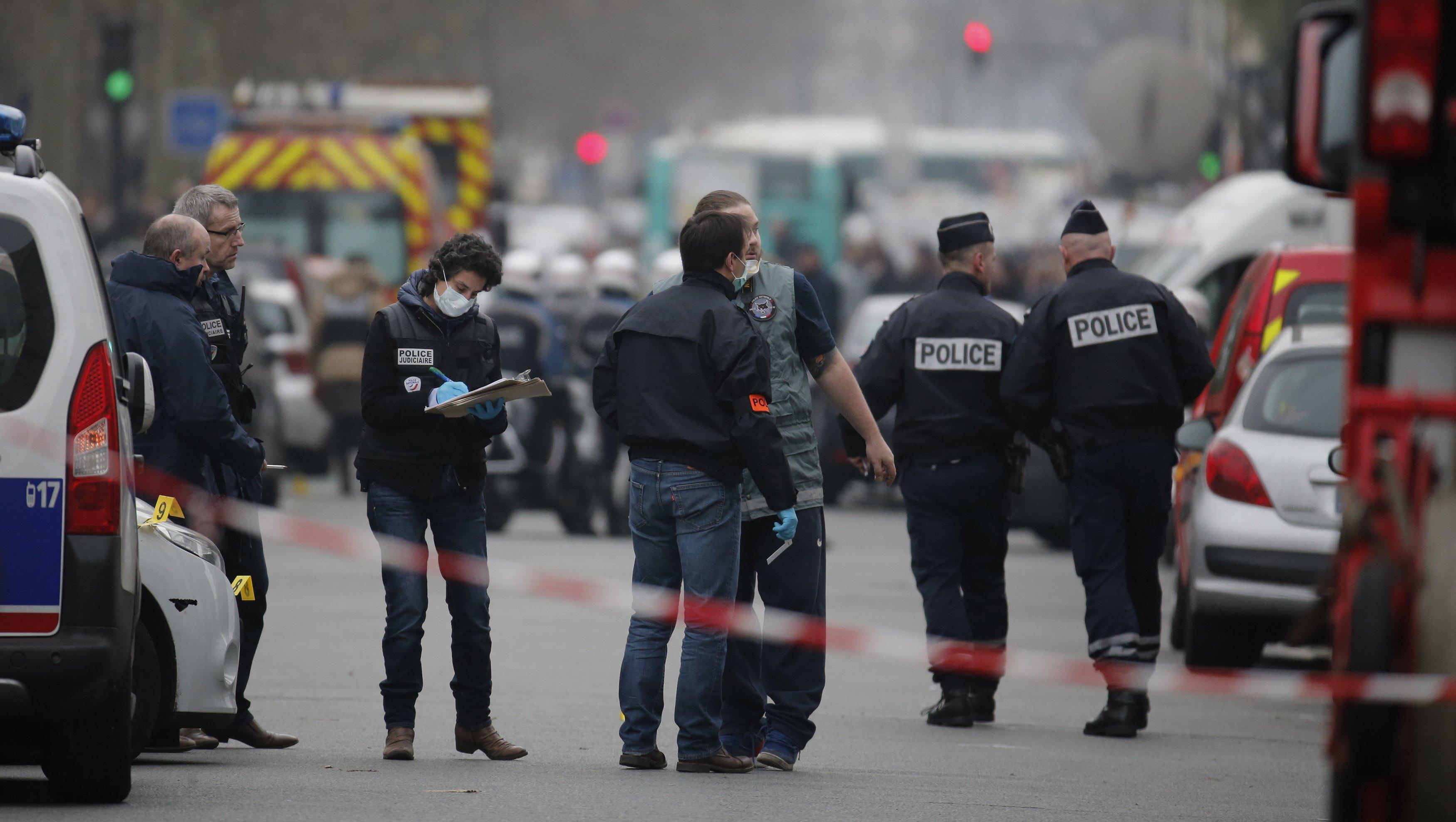 ارتفاع عدد ضحايا هجمات باريس إلى 142 قتيلا وإدانة عربية ودولية