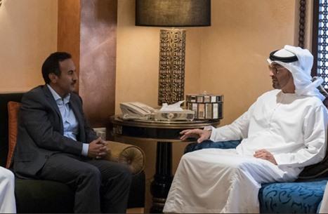 محمد بن زايد يقدم التعازي لنجل صالح بمقر إقامته بأبوظبي