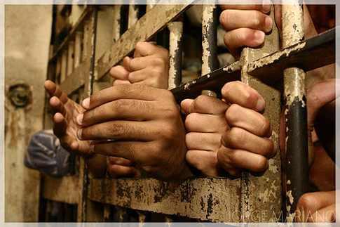 منظمة حقوقية: 208 سجون سرية باليمن تديرها الإمارات والحوثيون و قوات «صالح»