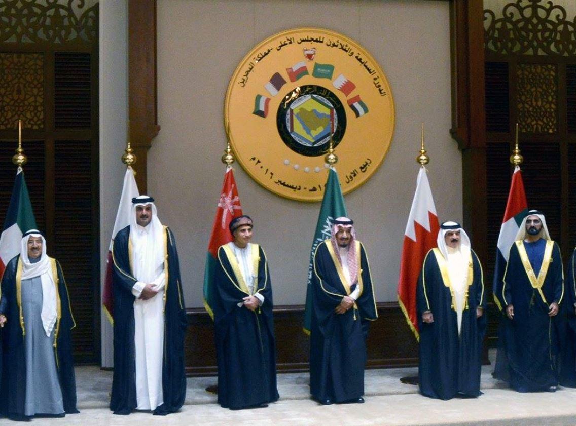محمد بن راشد يترأس وفد الدولة للقمة الخليجية في المنامة