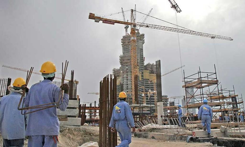 المرصد الأورومتوسطي يتحدث عن انتهاكات لحقوق العمال في الإمارات