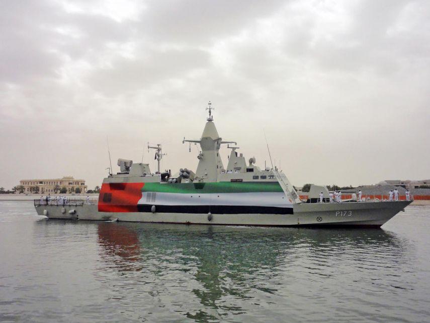 صحيفة فرنسية تزعم أن الإمارات تكتمت على غرق إحدى سفنها الحربية بمضيق هرمز