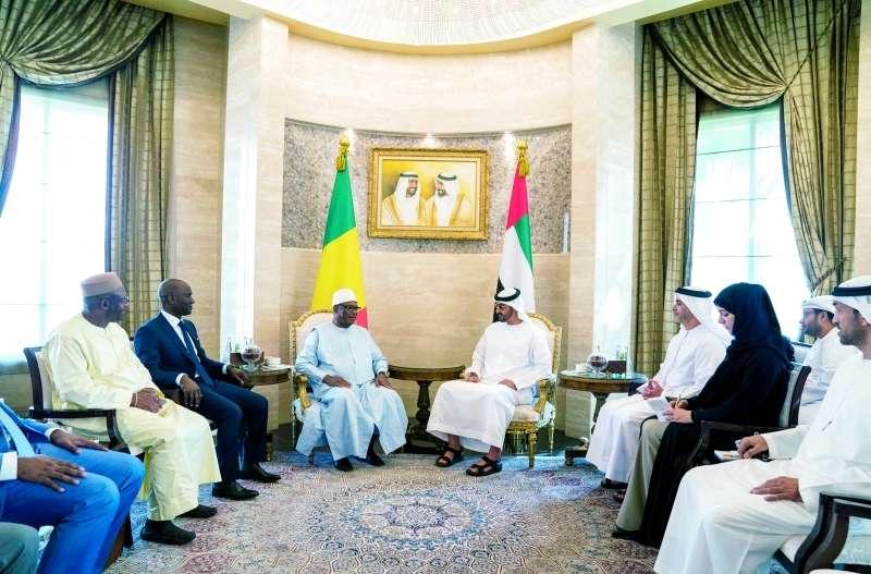 محمد بن زايد يبحث مع الرئيس المالي تعزيز التعاون والمستجدات الدولية