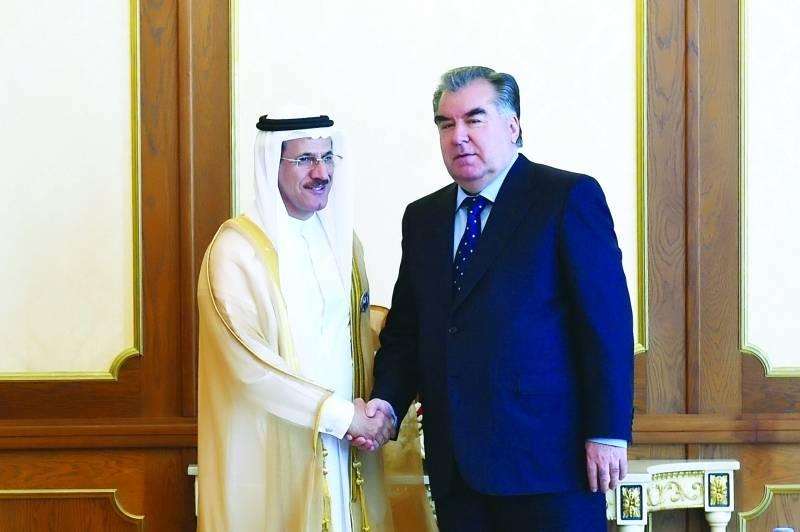 رئيس طاجيكستان يبحث مع وزير الاقتصاد الإماراتي إنشاء صندوق استثمار مشترك