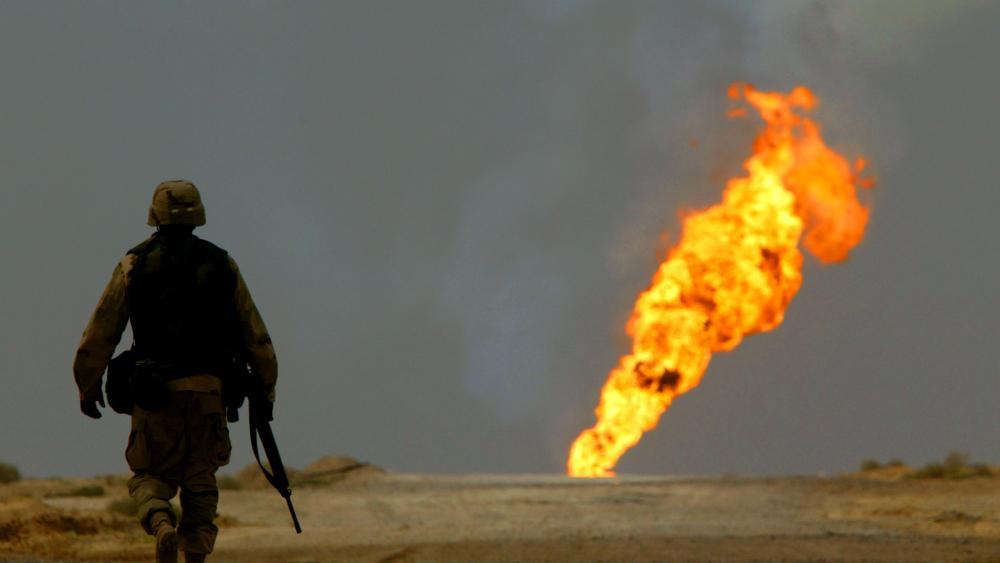 الخروج من الخليج.. النفط والاستراتيجية العسكرية الأمريكية