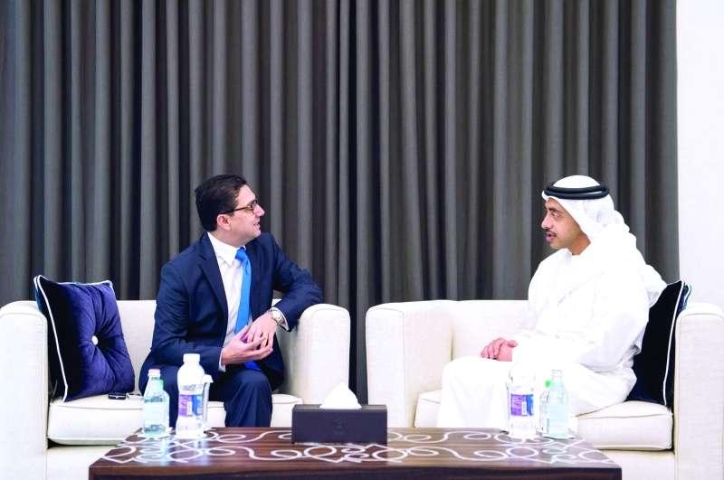 عبدالله بن زايد يبحث مع وزير الشؤون الخارجية المغربي تعزيز العلاقات الثانئية