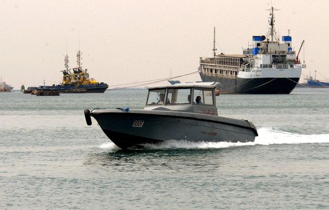 قوة مدعومة من الإمارات تجبر سفينة صينية على مغادرة ميناء عدن