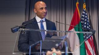 السفير العتيبة يدعو واشنطن لاستخدام قاعدة العديد للضغط على قطر