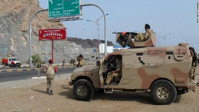 أنباء عن اعتقال قوات إماراتية مسؤولين أمنيين من أبين اليمنية