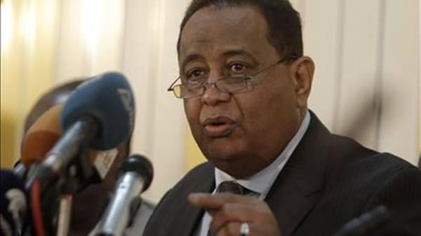 السودان رداً على مطالب الإمارات والسعودية بقطع العلاقات مع قطر: ندعم جهود المصالحة الكويتية