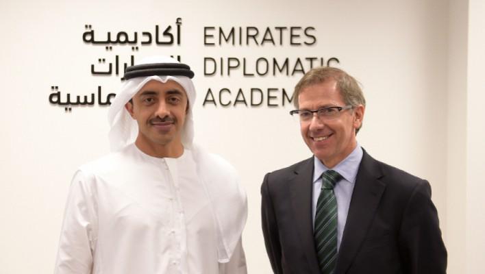 تعيين أجنبي آخر في أكاديمية الإمارات الدبلوماسية.. يعيد جدل