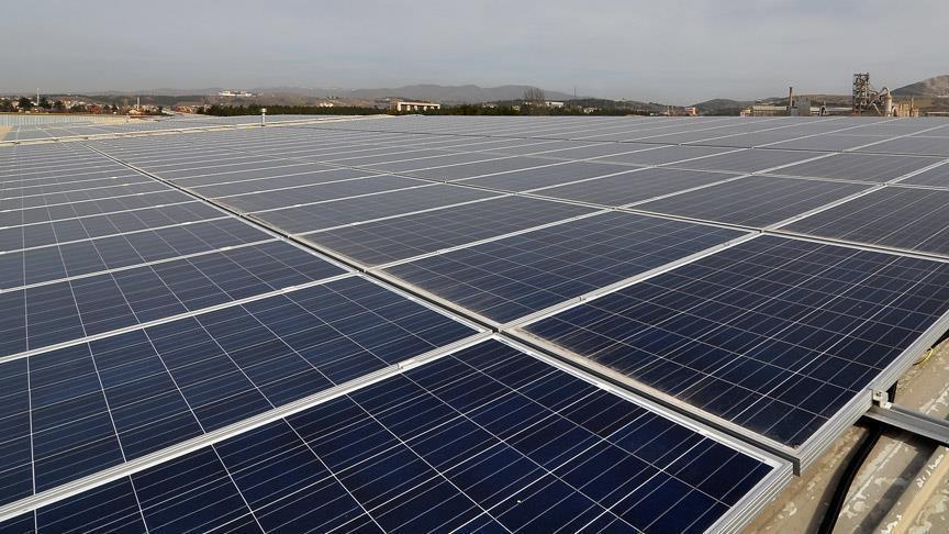 الأردن والإمارات يوقعان اتفاقية لإقامة مشروع للطاقة الشمسية