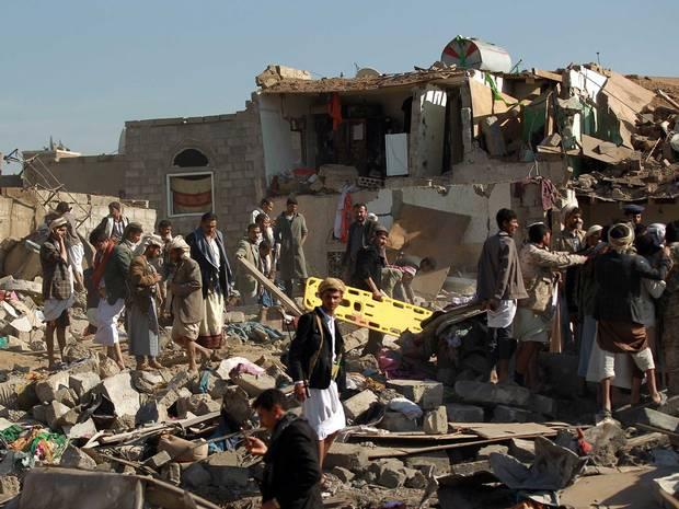 صحيفة : اليمن يسير نحو المجهول واتهام قوات موالية لأبوظبي بعرقلة الحسم ضد الإنقلابيين