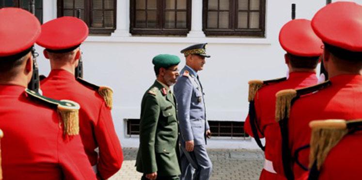 الإمارات والمغرب يبحثان تعزيز التعاون العسكري