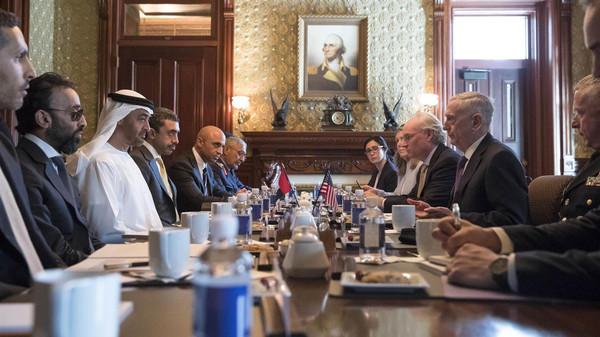 محمد بن زايد ووزير الدفاع الأمريكي يوقعان اتفاقية دفاعية جديدة بين البلدين