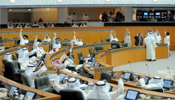حكومة الكويت ترفض مقترحات سحب الجنسية وإعلامي يعود للدولة بعد سحب جنسيته
