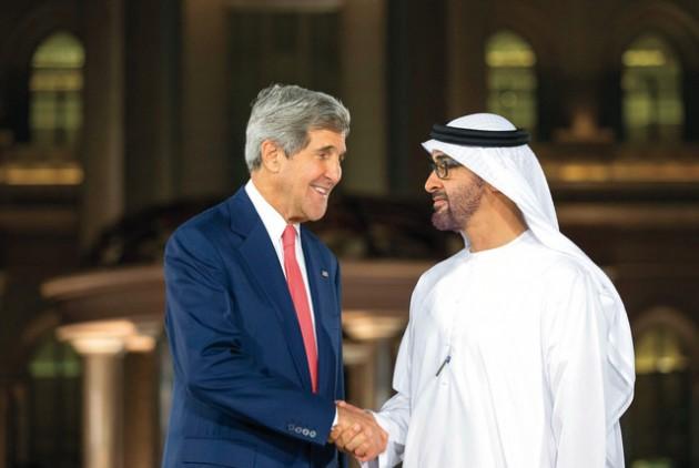 محمد بن زايد يبحث هاتفياً مع كيري ملفات المنطقة والعلاقة بين البلدين