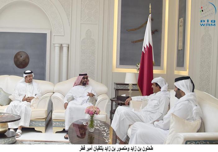 أمير قطر يستقبل مستشار الأمن الوطني بدولة الإمارات