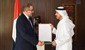 عبدالله بن زايد يقلد سفير