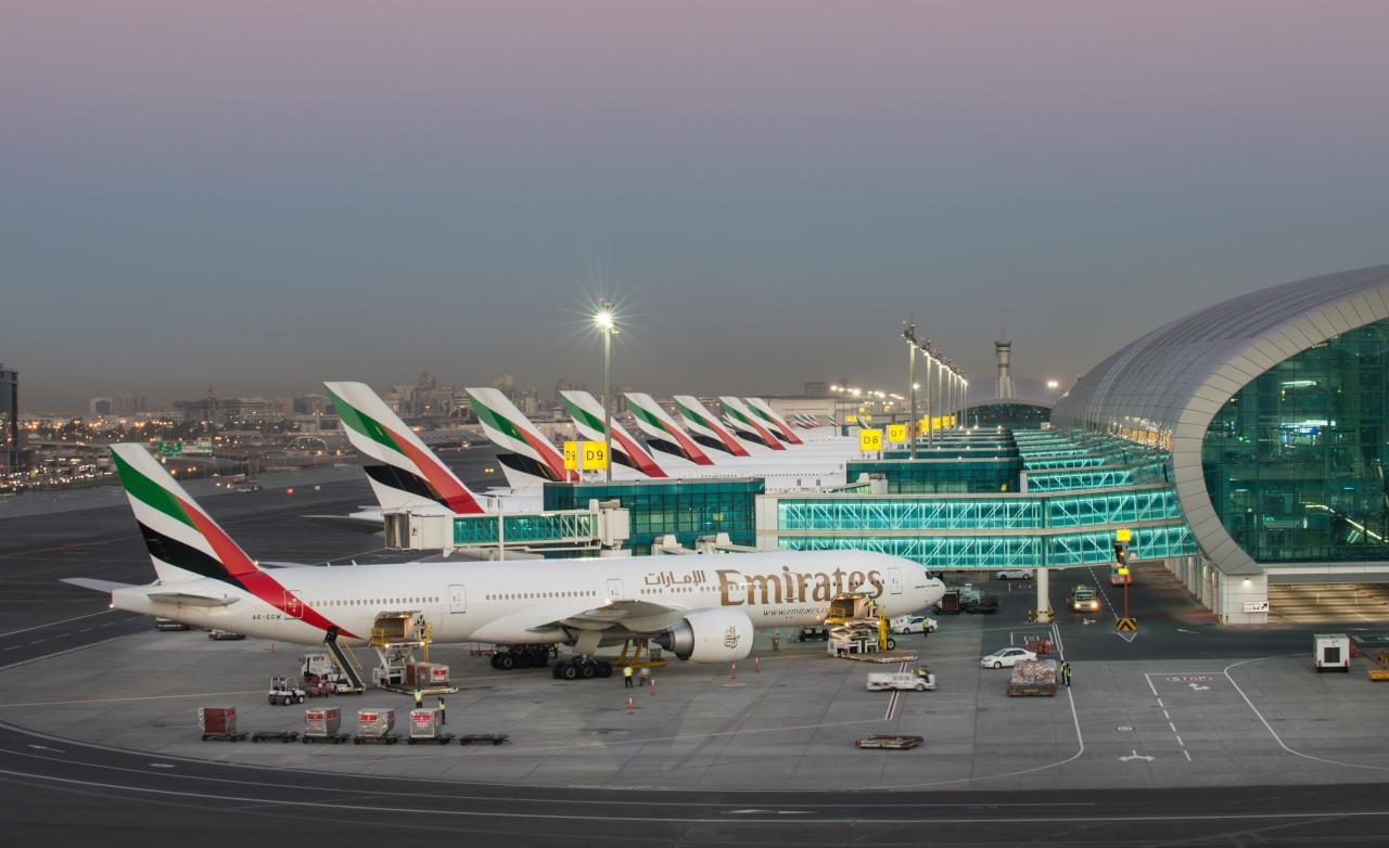 دبي تفرض رسوماً على بعض خدمات الطيران
