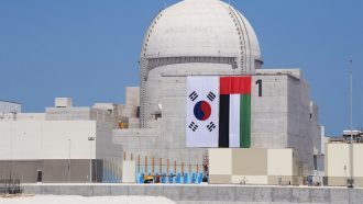 فوربس: تصدعات مفاعلات الإمارات النووية مقلقة للغاية