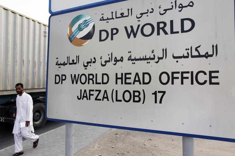 الصومال يحظر عمل موانئ دبي ويقول عقدها مع أرض الصومال باطل