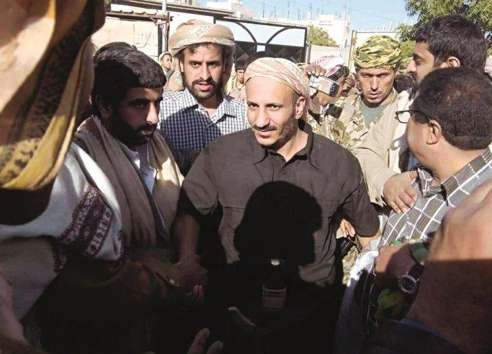 مصادر يمنية: طارق صالح متواجد بمعسكر  للقوات الإماراتية في عدن