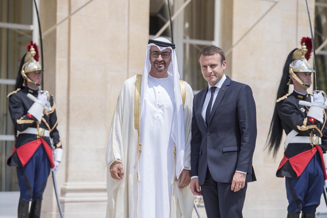 محمد بن زايد يبحث مع الرئيس الفرنسي هاتفياً تعزيز العلاقات بين البلدين
