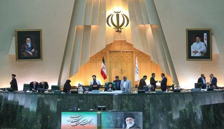 إيران تتهم السعودية والإمارات بالوقوف وراء انهيار عملتها