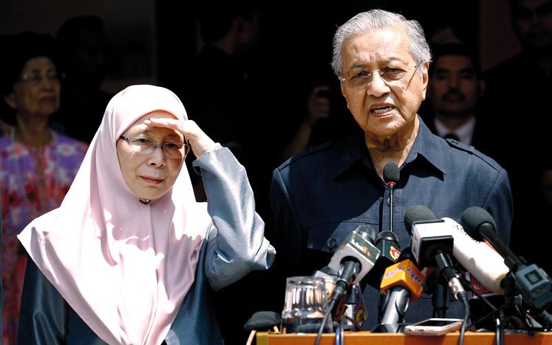 فوز مهاتير محمد ضربة لتحركات أبوظبي والرياض في ماليزيا