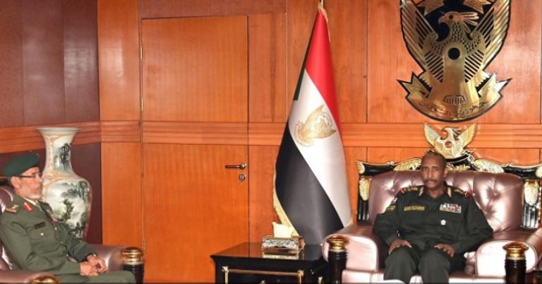 رئيس الأركان الإماراتي يبحث مع البرهان تعزيز التعاون العسكري بين البلدين