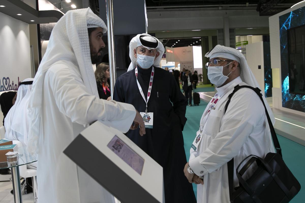 كورونا يدفع الاقتصاد الإماراتي إلى