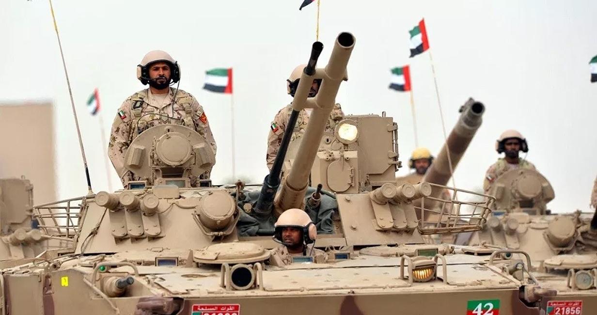 قوات يمنية تطوق معسكراً تديره الإمارات بشبوة