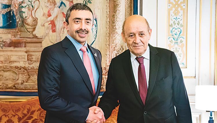 عبدالله بن زايد يبحث مع وزير الخارجية الفرنسي تطورات الأوضاع في ليبيا
