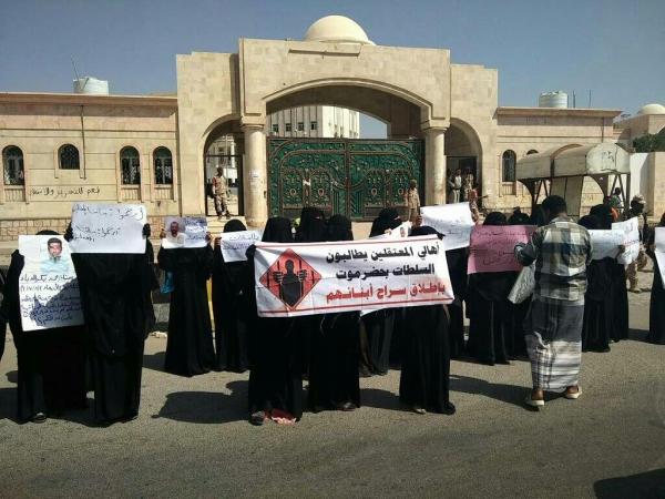 الإفراج عن 15 معتقلاً من سجون تديرها الإمارات في حضرموت