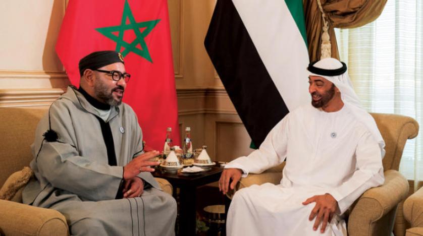 محمد بن زايد يستقبل ملك المغرب ويبحث معه العلاقات بين البلدين