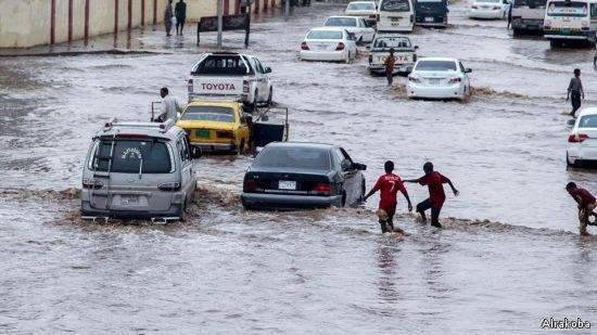 الإمارات تعلن تسيير طائرة إغاثة لمساعدة منكوبي الفيضانات في السودان