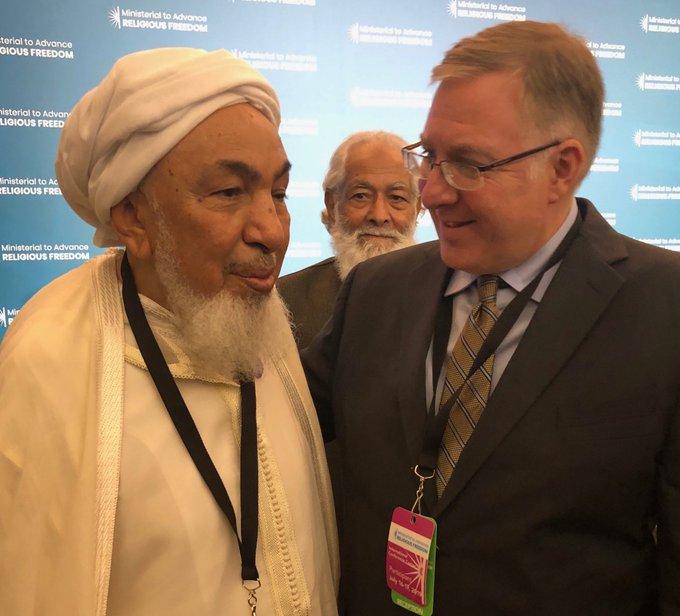 مستشرق إسرائيلي يلتقي برئيس مجلس الإفتاء الإماراتي ويشيد به