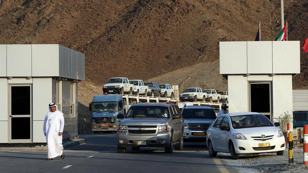 طوابير طويلة لسياح من الإمارات على الحدود العُمانية