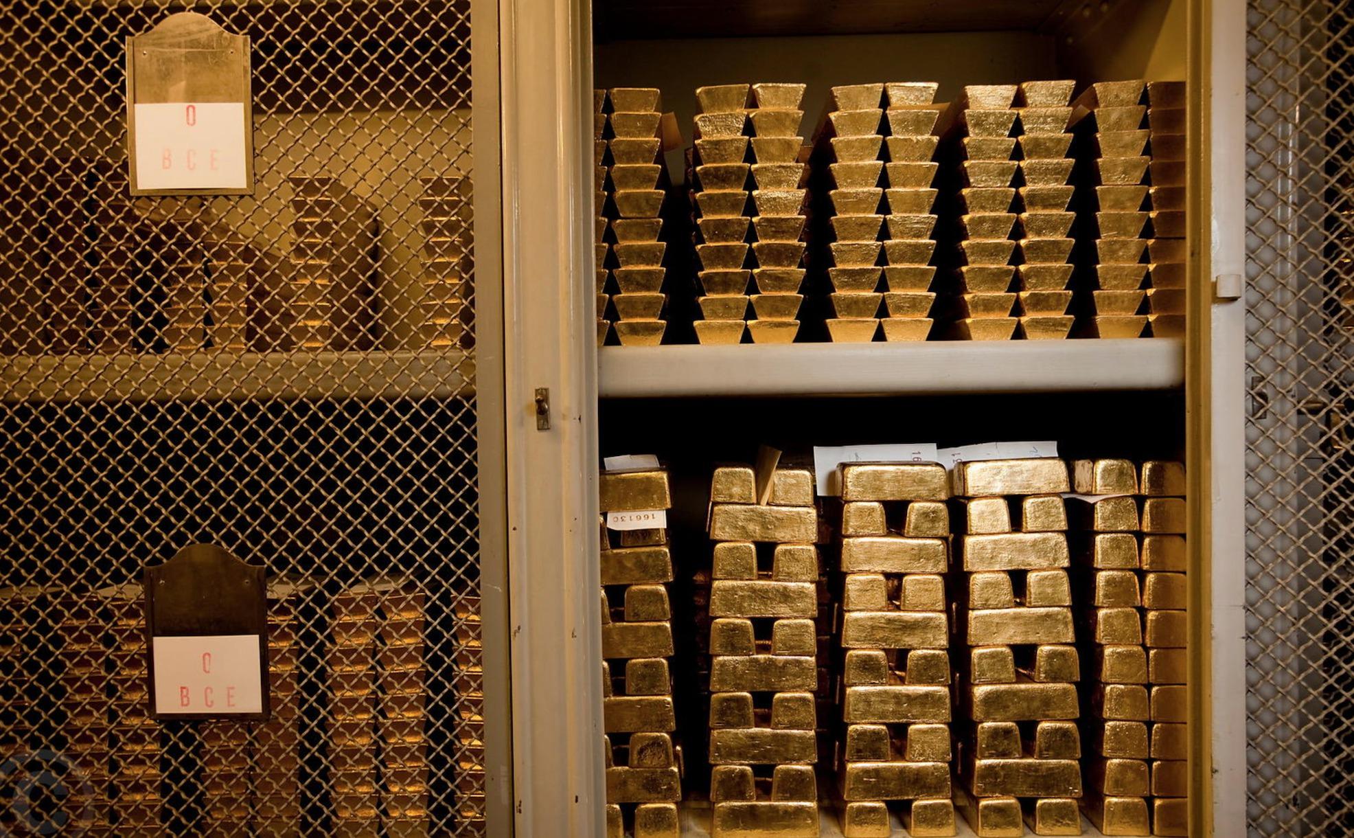 بقيمة 15 مليار دولار خلال عام....الإمارات البوابة الرئيسية لتهريب الذهب من إفريقيا