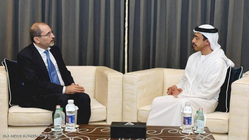 عبدالله بن زايد يبحث مع وزير الخارجية الأردني العلاقات الثنائية والتطورات بالمنطقة