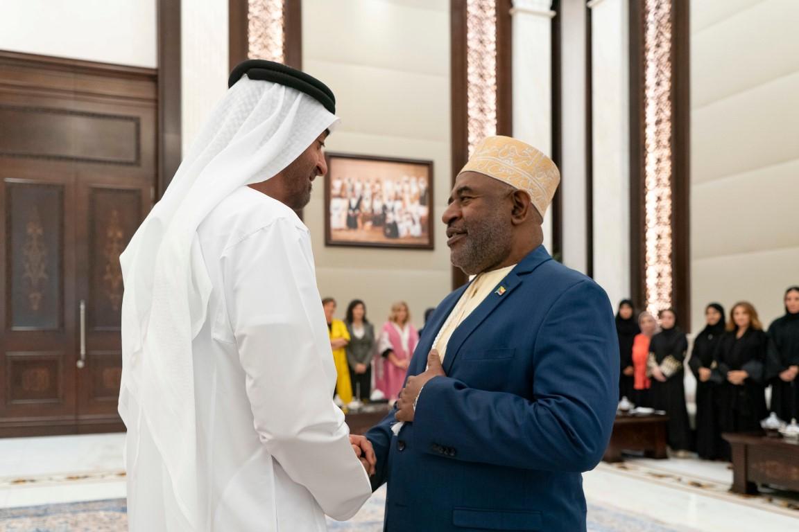 محمد بن زايد يستقبل رئيس جزر القمر