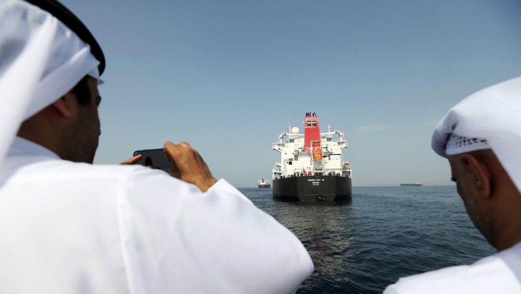 رويترز: لماذا تميّز رد فعل الإمارات على هجوم ناقلات النفط قبالة سواحلها بالهدوء؟