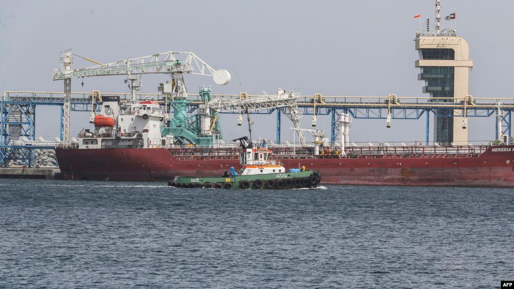 إيران تتهم الموساد باختلاق معلومات زائفة عن استهداف السفن قرب ميناء الفجيرة الإماراتي