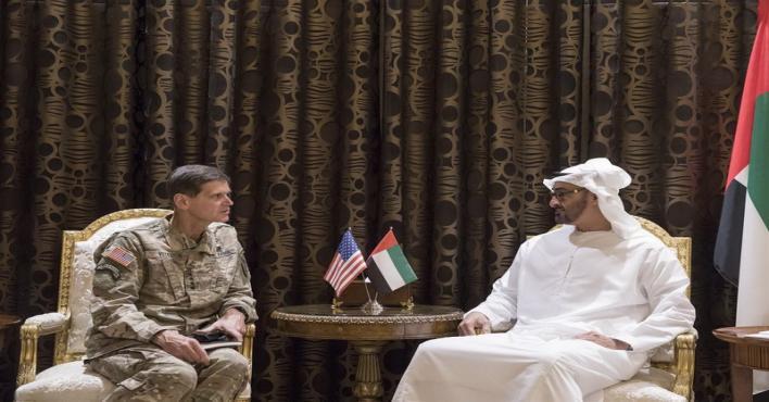 محمد بن زايد يبحث مع قائد القيادة المركزية الأمريكية تعزيز التعاون العسكري