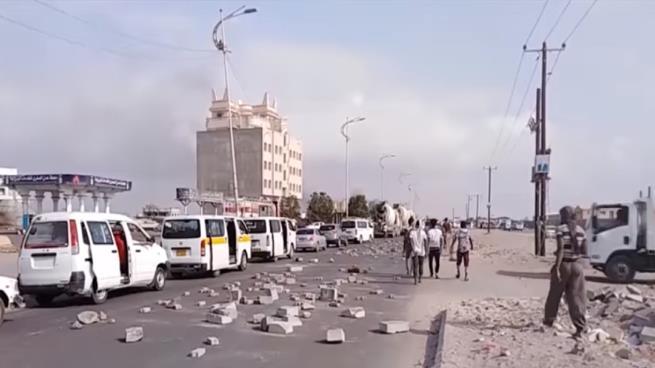 احتجاجات في عدن تنديداً بقتل معتقل تعذيباً بسجون الإمارات