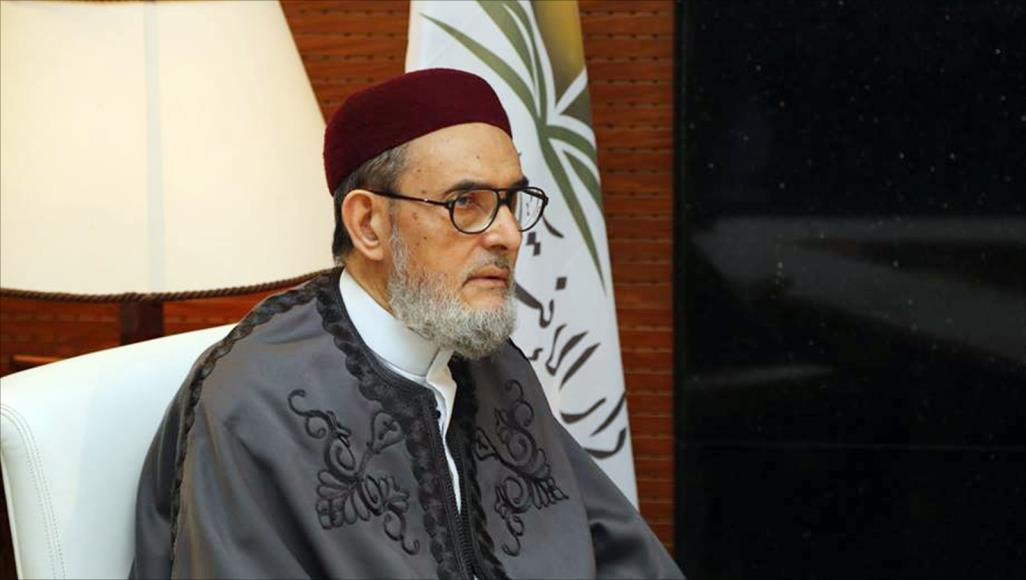 مفتي ليبيا يتهم السعودية والإمارات بدعم حفتر بالمال لغزو الجنوب الليبي وتدميره