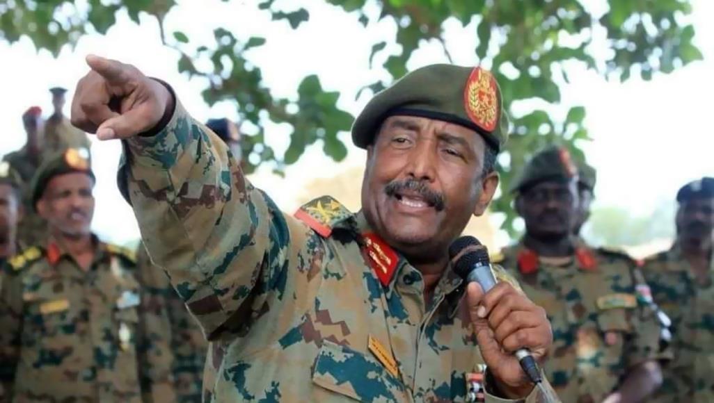 رئيس المجلس العسكري السوداني يستقبل وفداً وزارياً من الإمارات والسعودية