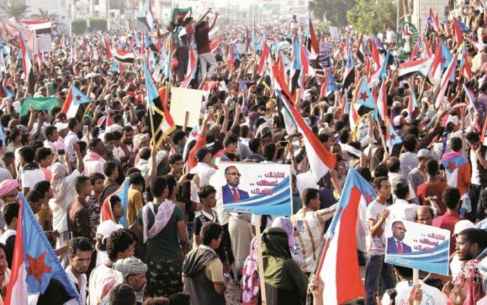 شخصيات يمنية موالية لأبوظبي تنتقد الهجوم الإعلامي على الإمارات من داخل السعودية