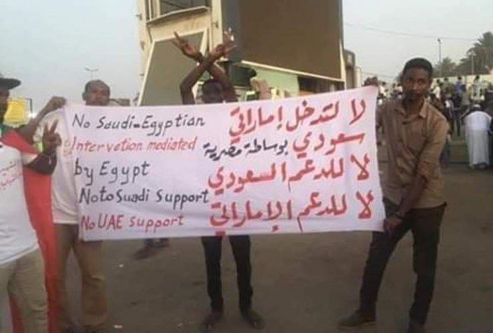 نيويورك تايمز: ما سر الصمت الأمريكي تجاه التدخل السعودي الإماراتي في السودان؟